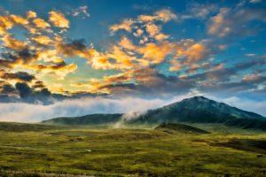 山と朝日の写真